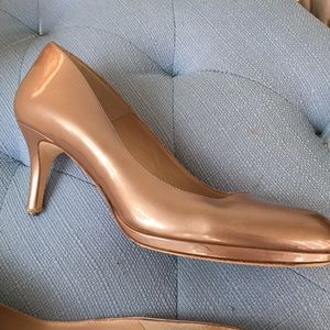Right shoe - see other listing to purchase  UK40